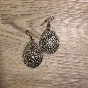 Jewelry - Gold Dangling Earrings